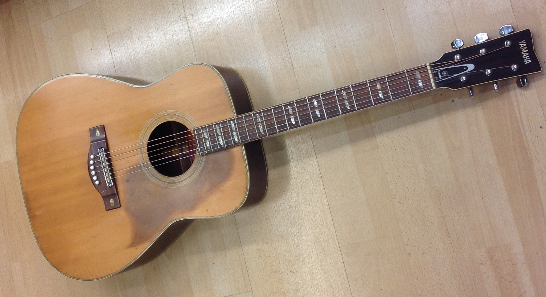 Picture of Yamaha FG-300