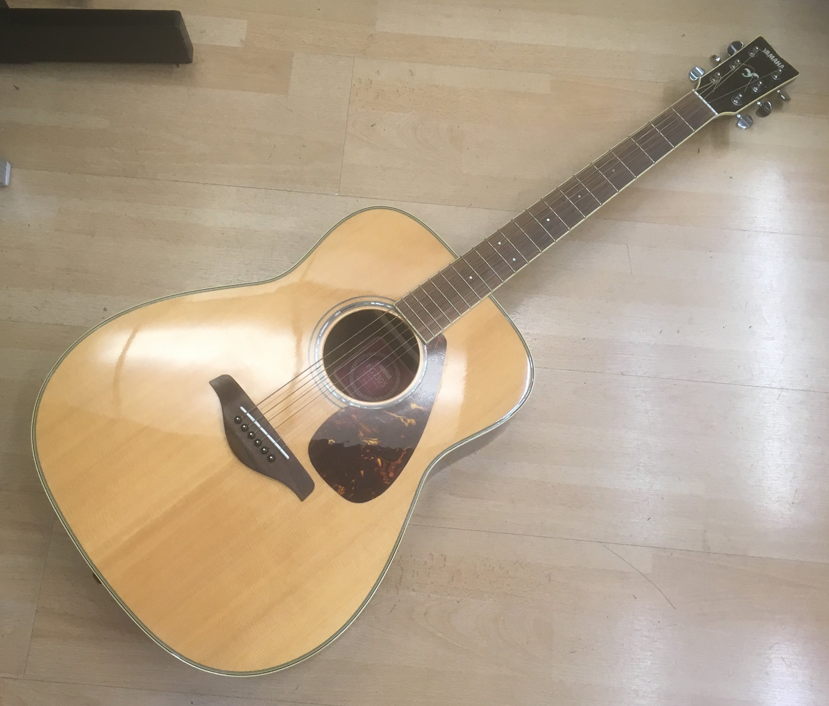 Picture of Yamaha FG-700S